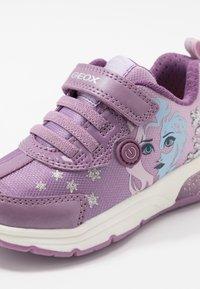 Geox - SPACECLUB GIRL FROZEN ELSA - Sneakers laag - pink/mauve - 5