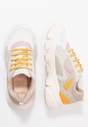 LUNARE GIRL - Sneakersy niskie - beige/white