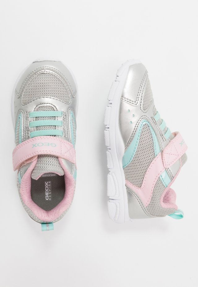 NEW TORQUE GIRL - Zapatillas - silver/pink