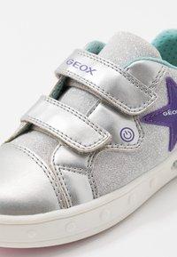 Geox - SKYLIN GIRL - Zapatillas - silver - 5