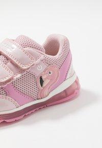 Geox - TODO GIRL - Zapatillas - pink - 5