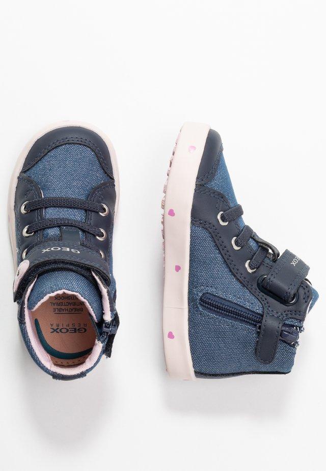 KILWI - Zapatillas altas - navy/pink