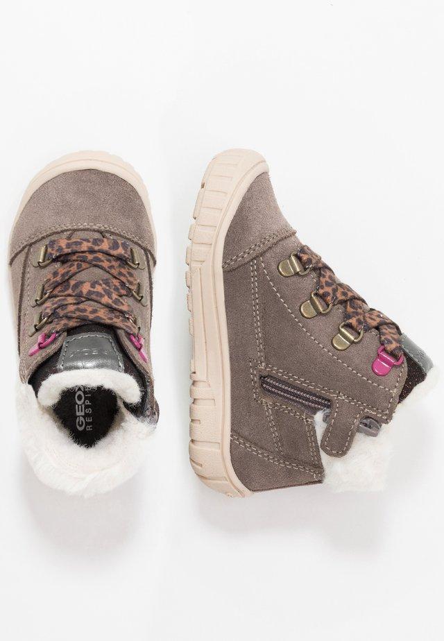 OMAR GIRL WPF - Dětské boty - light grey
