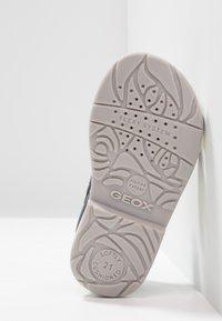 Geox - VERRED GIRL - Zapatos de bebé - navy - 5
