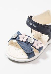 Geox - VERRED GIRL - Zapatos de bebé - navy - 2