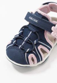 Geox - AGASIM GIRL - Sandalias - navy/pink - 2