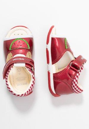 TAPUZ GIRL - Sandalias - red