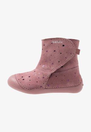 TUTIM - Nilkkurit - dark pink