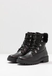 Geox - CASEY GIRL WPF - Šněrovací kotníkové boty - black - 3