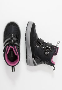 Geox - SLEIGH GIRL ABX - Stivali da neve  - black/fuchsia - 1