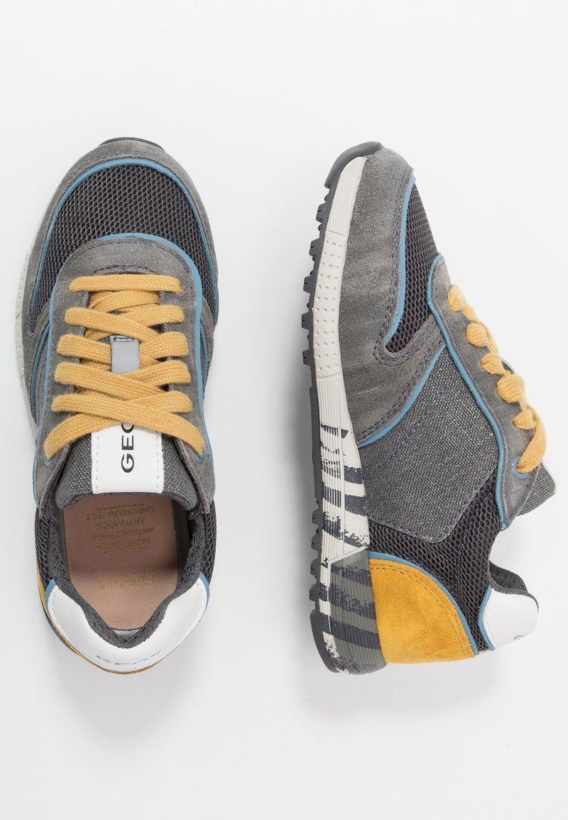 Geox - ALBEN BOY - Zapatillas - grey/dark yellow