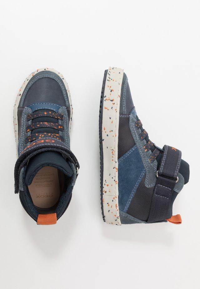 ALONISSO BOY - Höga sneakers - navy/orange