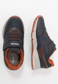 Geox - BERNIE - Zapatillas - navy/chocolate - 0