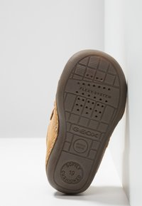 Geox - TUTIMI - Dětské boty - biscuit - 5