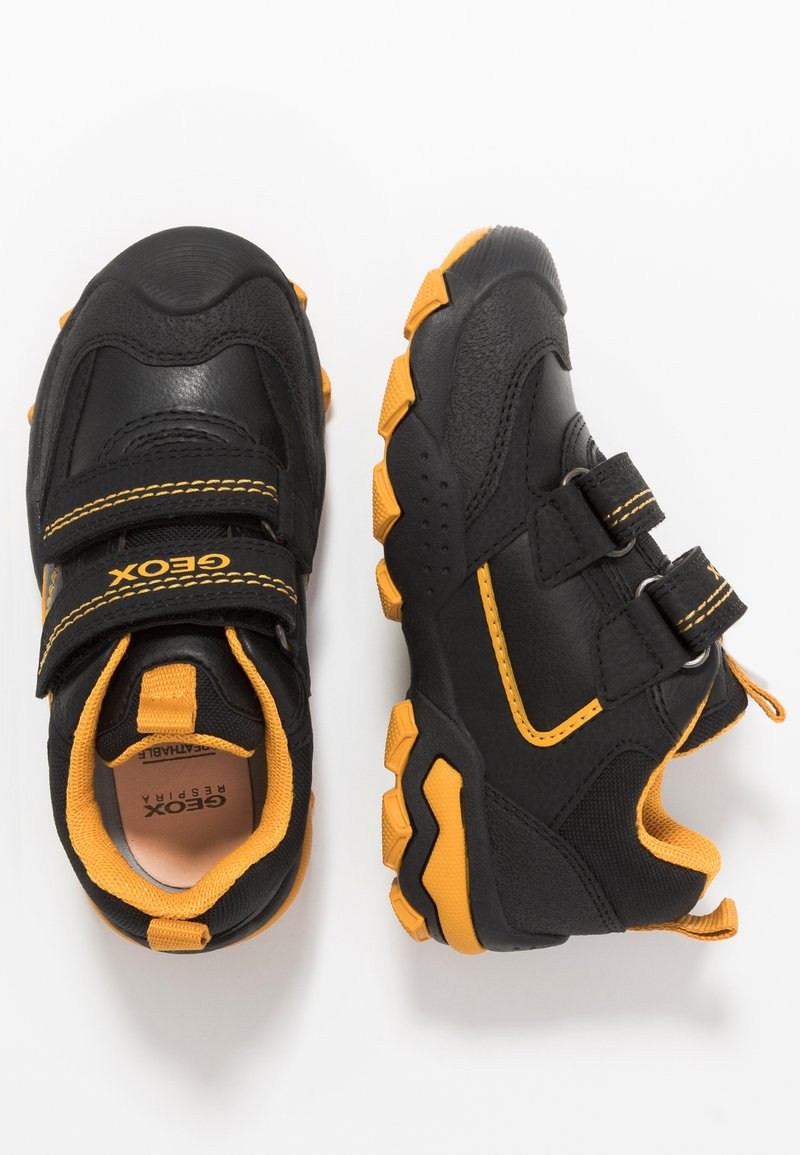 Geox - BULLER BOY - Tenisky - black/dark yellow