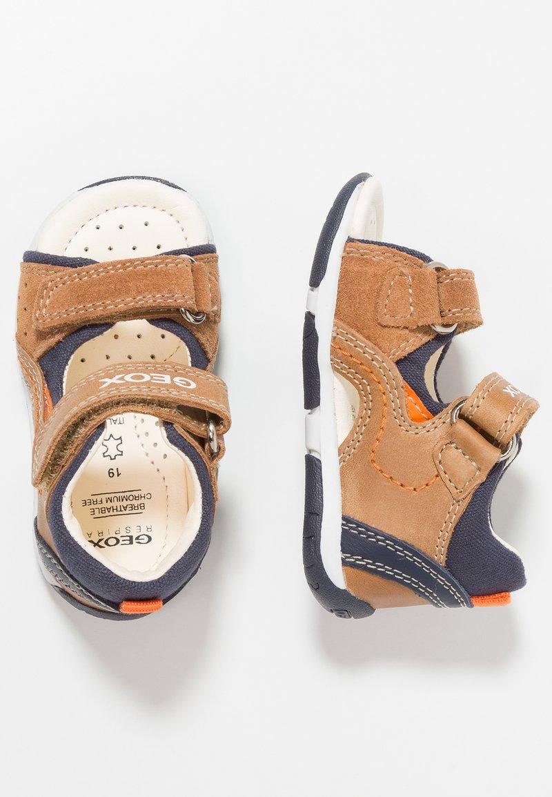 Geox - TAPUZ BOY - Baby shoes - caramel/navy