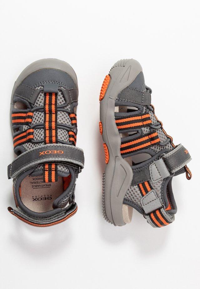 KYLE - Sandalias de senderismo - grey/orange