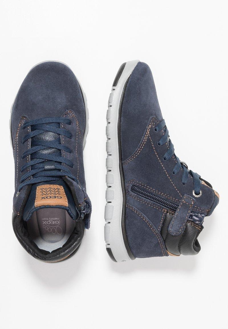 Geox - XUNDAY BOY - Zapatillas altas - navy/black