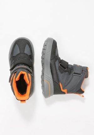 SVEGGEN BOY - Winter boots - black/orange