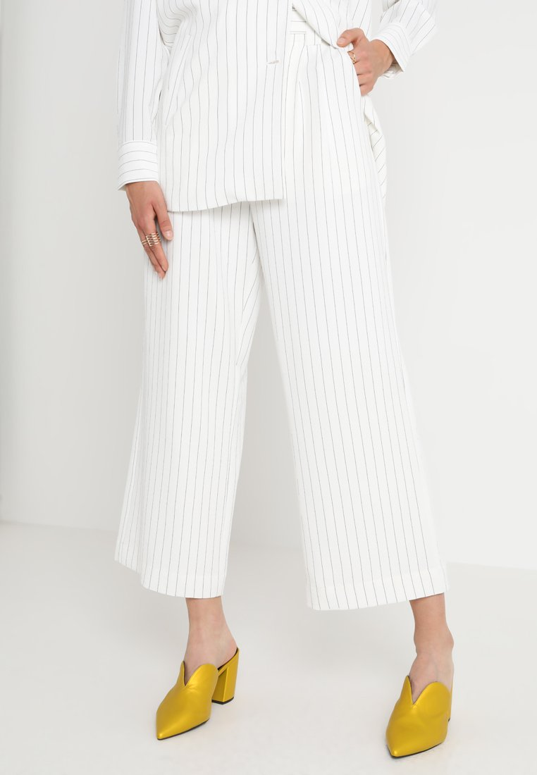Gestuz - AVARY CULOTTES - Trousers - white/black