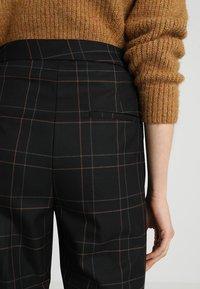 Gestuz - SATILLA SID CULOTTES - Pantalon classique - black - 5