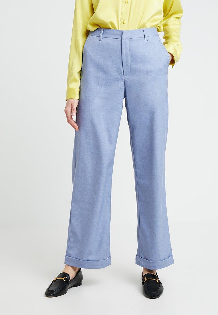 Gestuz - NATIMA PANTS - Stoffhose - light blue