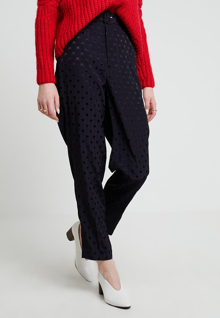 Gestuz - HALIA PANTS - Pantaloni - deep well