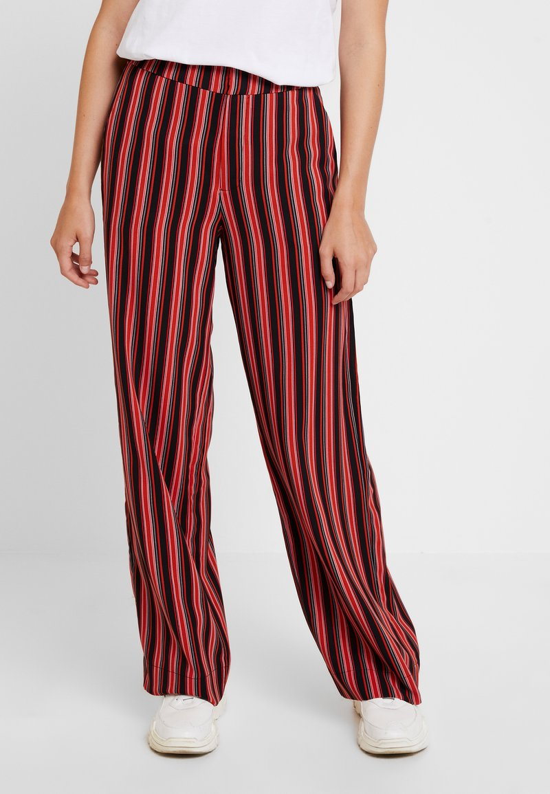 Gestuz - TILLY PANTS - Stoffhose - black