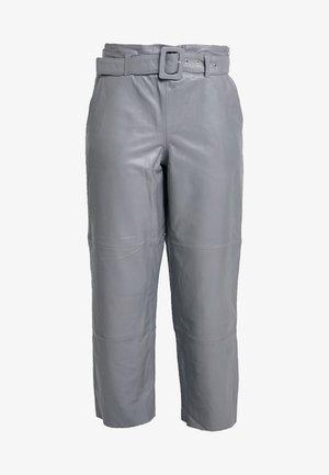 STORIA PANTS - Kožené kalhoty - gray