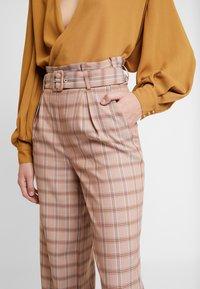 Gestuz - JIN PANTS - Bukse - light brown - 3
