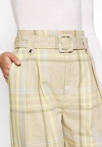 Gestuz - NOORI - Trousers - sand - 5
