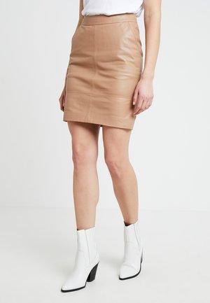 CHAR MINI SKIRT - Leather skirt - burro
