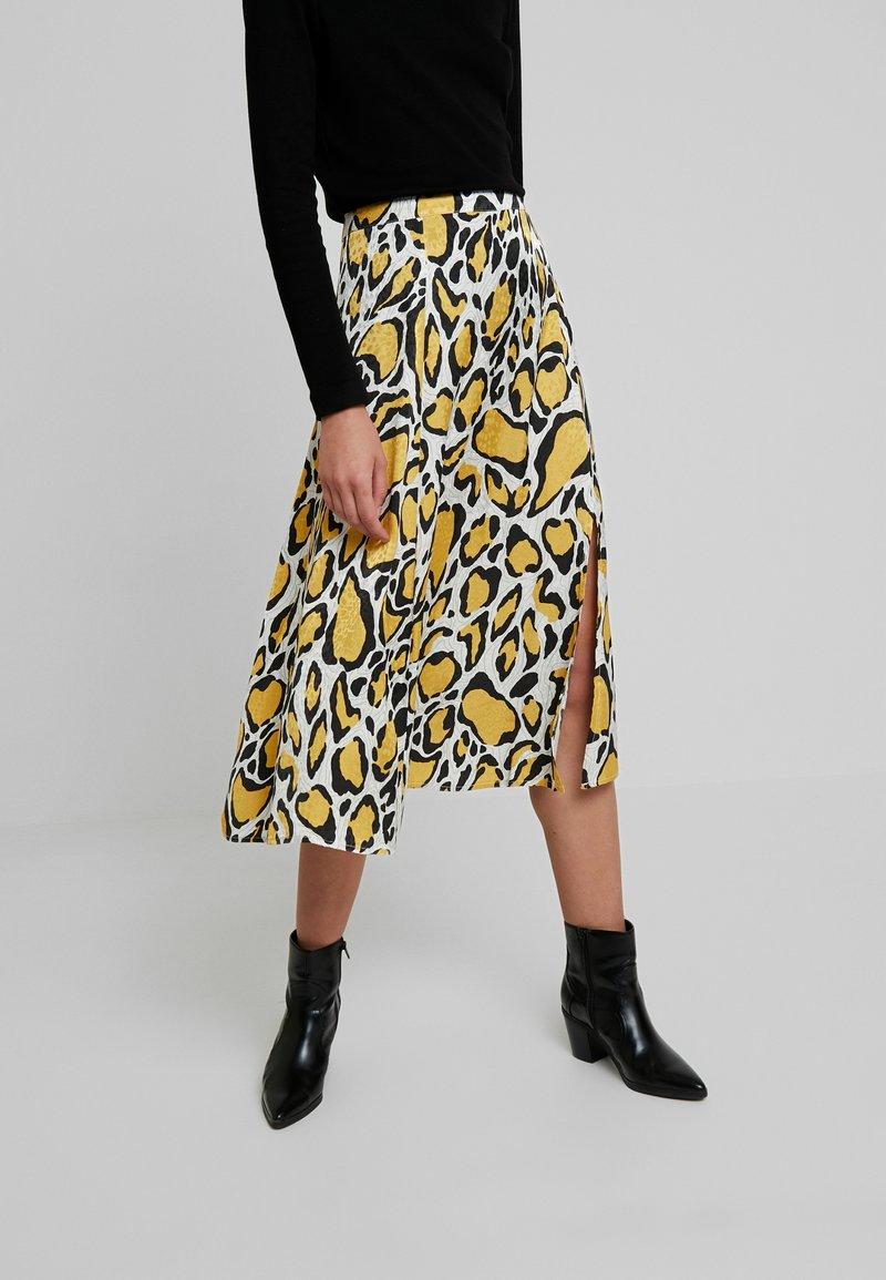 Gestuz - IRINA SKIRT - Maxi sukně - yellow