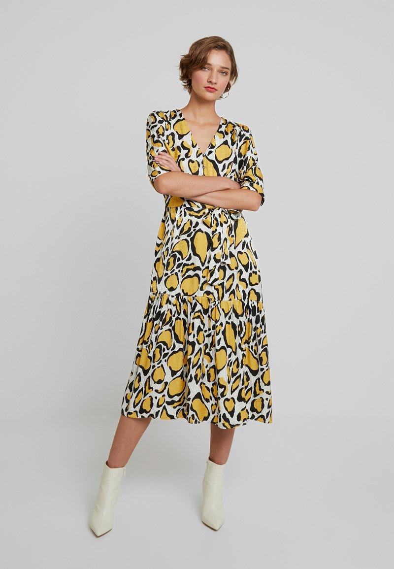 Gestuz - IRINA LONG DRESS - Skjortekjole - yellow