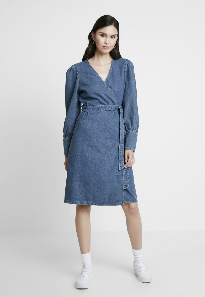 Gestuz - SERALA DRESS - Jeanskleid - denim blue
