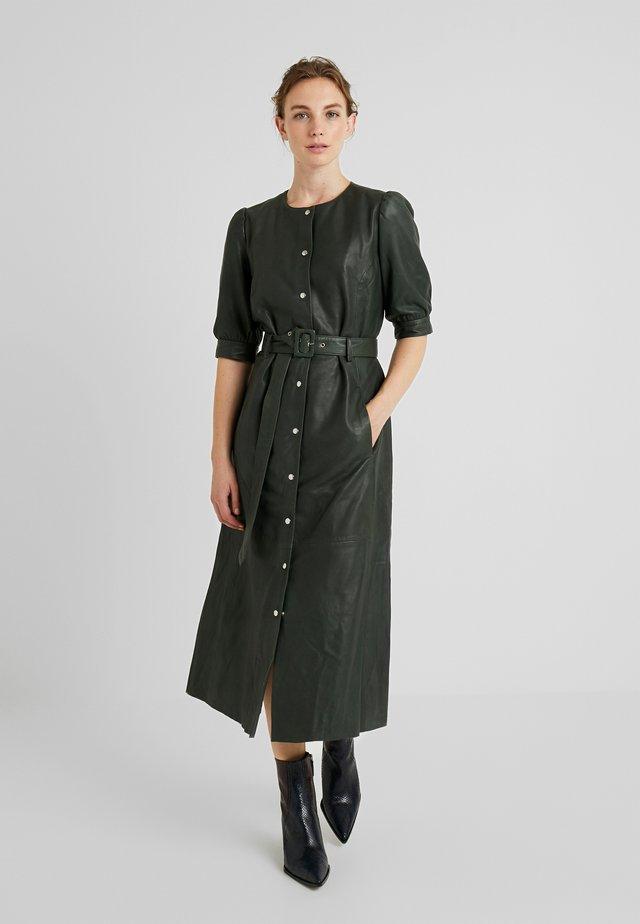SURI DRESS - Skjortekjole - dark green