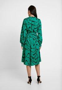 Gestuz - AYLIN WRAP DRESS - Robe d'été - green - 3