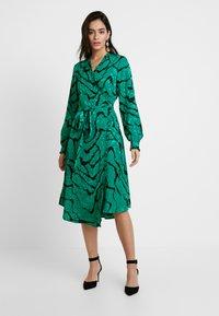 Gestuz - AYLIN WRAP DRESS - Robe d'été - green - 2