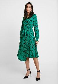 Gestuz - AYLIN WRAP DRESS - Robe d'été - green - 0