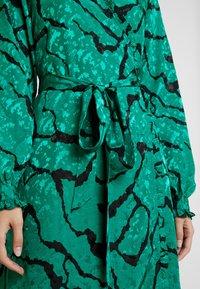Gestuz - AYLIN WRAP DRESS - Robe d'été - green - 6