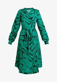 Gestuz - AYLIN WRAP DRESS - Robe d'été - green - 5