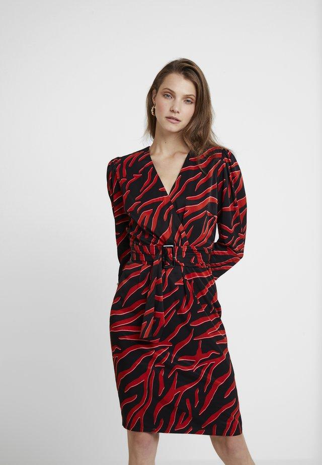 CORRA DRESS - Denní šaty - black/coral