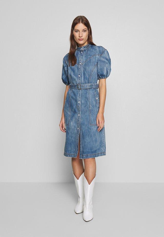 DACYGZ DRESS - Sukienka jeansowa - medium blue