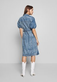 Gestuz - DACYGZ DRESS - Denim dress - medium blue