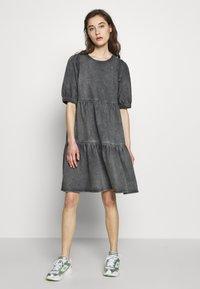 Gestuz - SAMMIGZ DRESS  - Dongerikjole - washed black - 1