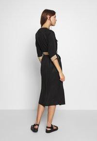 Gestuz - LORAH DRESS - Košilové šaty - black - 2
