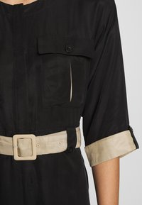 Gestuz - LORAH DRESS - Košilové šaty - black - 5