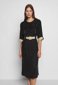 Gestuz - LORAH DRESS - Košilové šaty - black - 0
