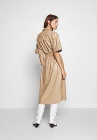 Gestuz - EVIEGZ DRESS - Blusenkleid - safari - 2