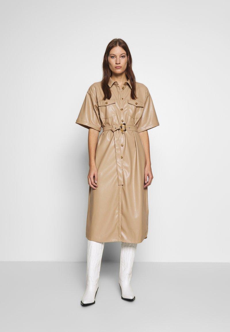 Gestuz - EVIEGZ DRESS - Blusenkleid - safari